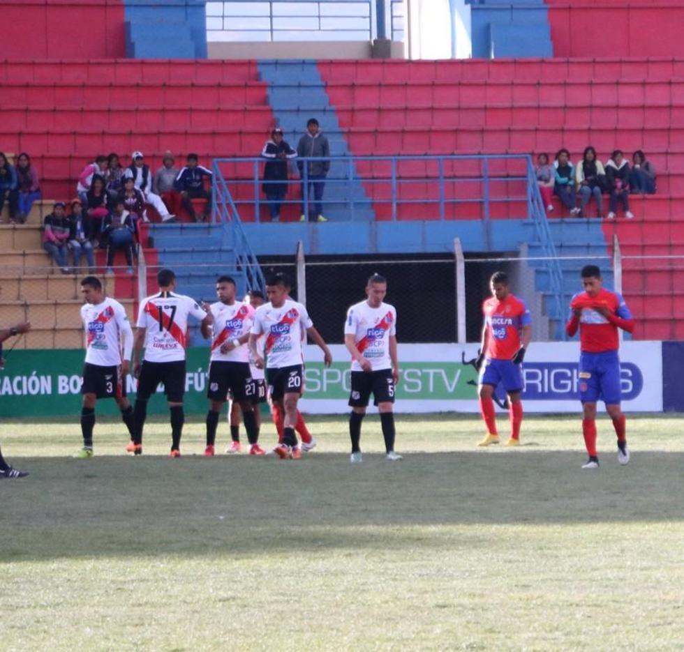 Los jugadores de la escuadra potosina celebran la victoria.