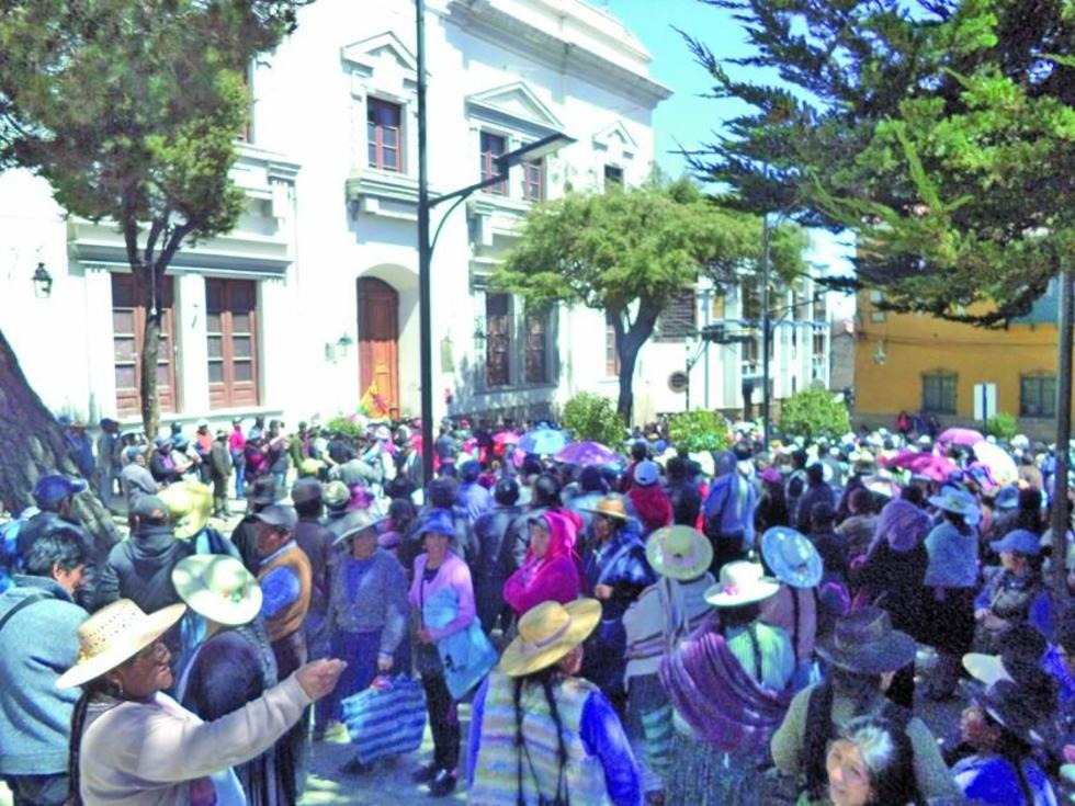 Las vendedoras se apostaron en el frontis de la Alcaldía.