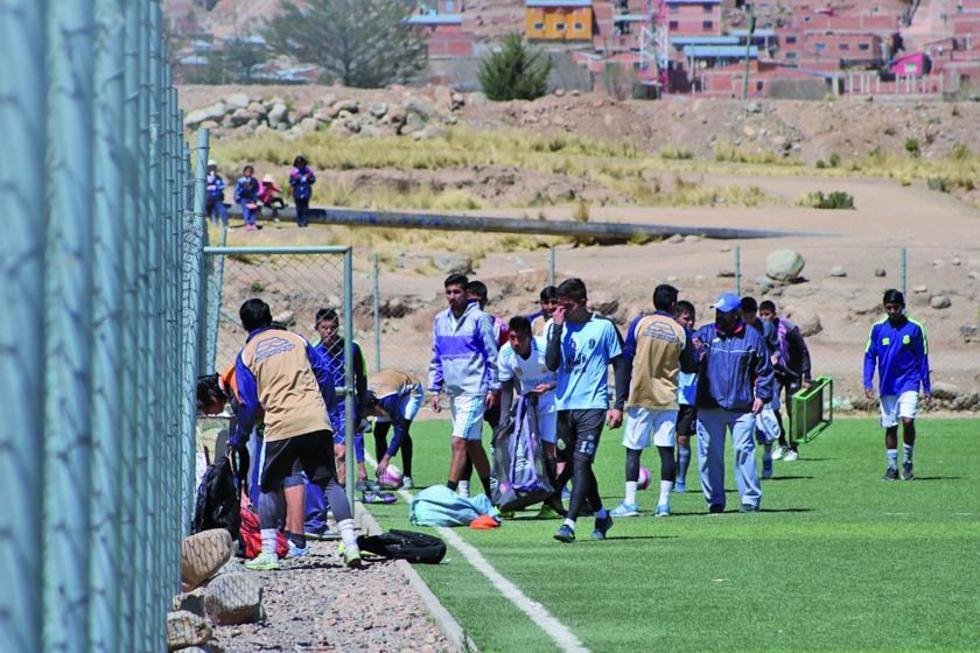 Los futbolistas lilas decidieron no trabajar ayer, hasta no hablar con el nuevo presidente.