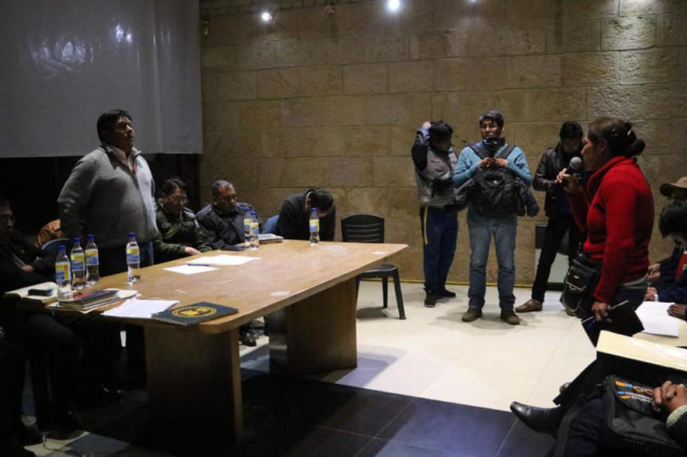 Alcalde y vendedores se reunen por cambio de la feria