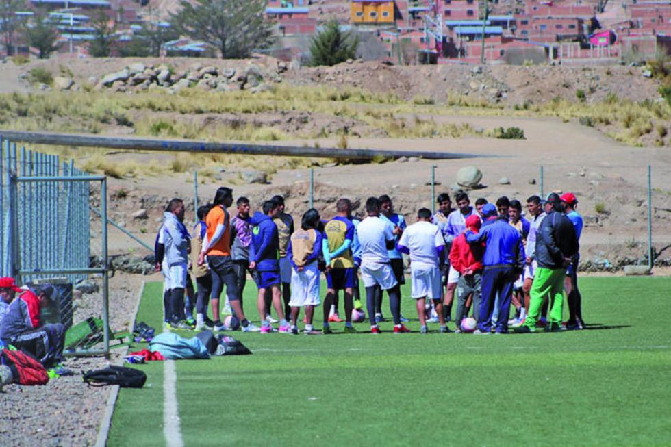 Los futbolistas lilas durante su reunión.