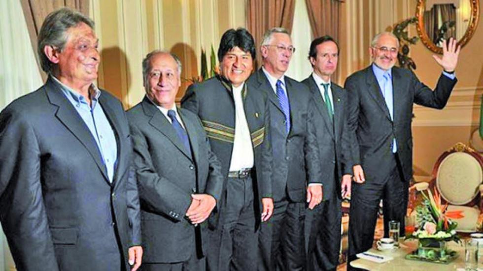 El único exmandatario que no asistirá a la cita es Eduardo Rodríguez Veltzé (cuarto de izq a der).
