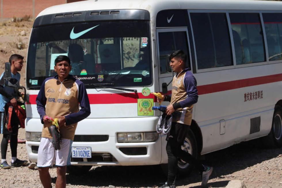 Rodrigo Ávila y Rafael Santillán salen del entrenamiento.