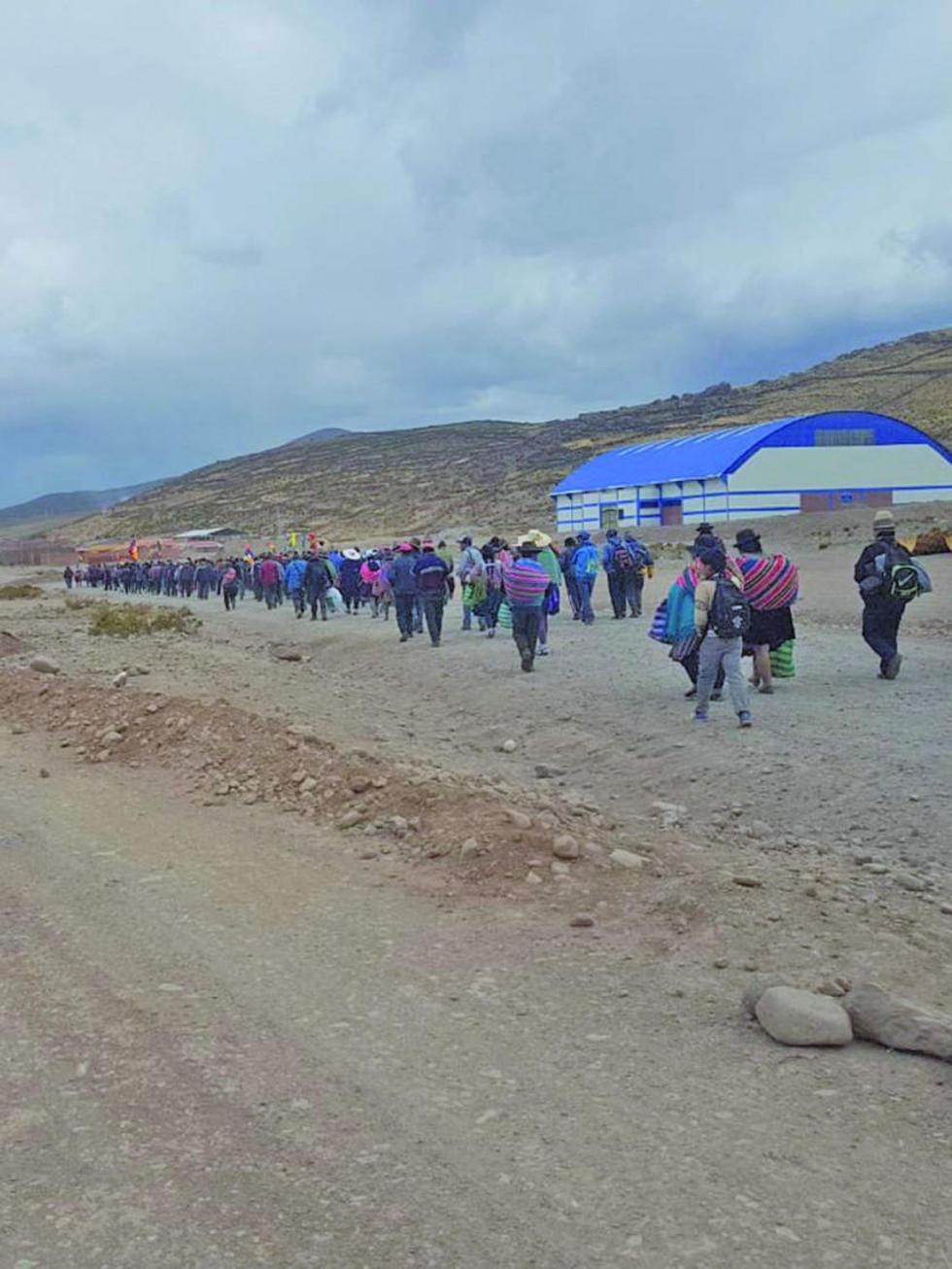 Macheños bloquean la vía que une al norte con Sucre y Potosí