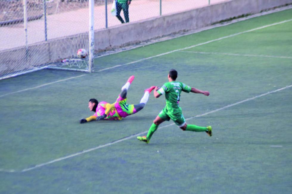 El jugador Diego Ardaya convierte el quinto gol para Palmeiras.