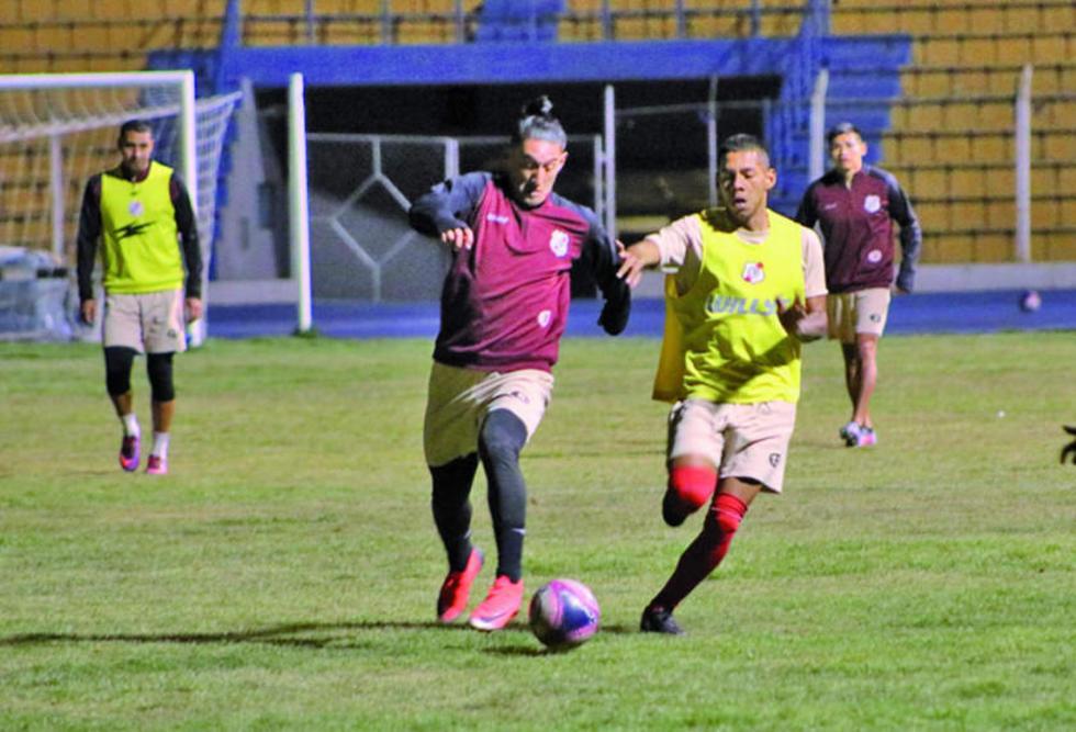 Miguel Quiroga  (c) será el encargado de destruir las jugadas del rival.