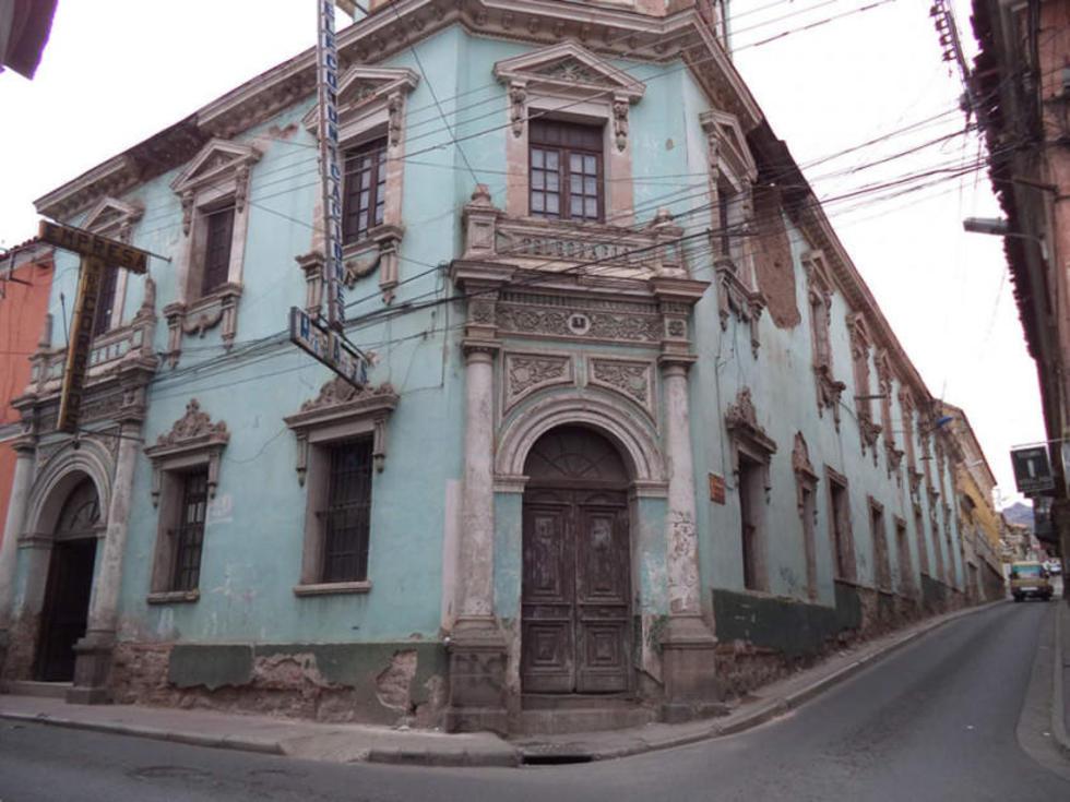 Gobernación proyecta la compra del edificio de Correos de Bolivia
