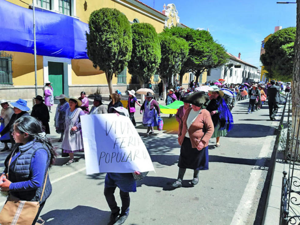 Negativa. Los feriafranquistas se niegan a moverse de la avenida Sevilla pese a existir un documento firmado.