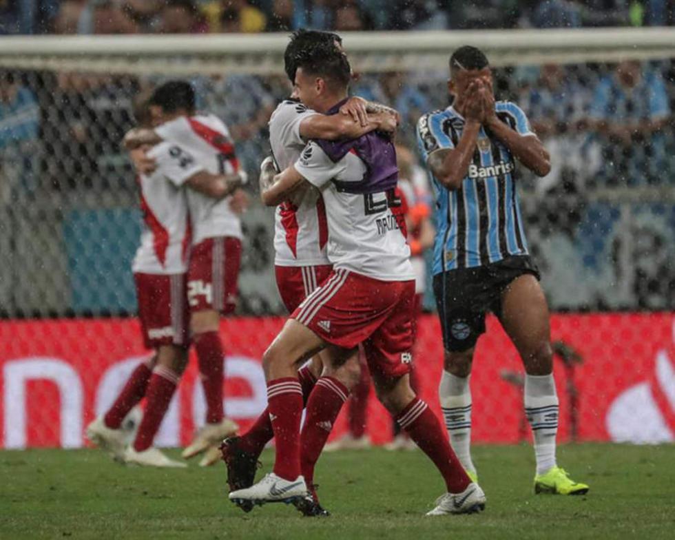 Los jugadores argentinos celebran la victoria.