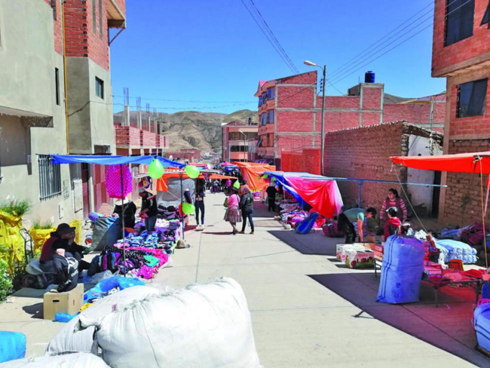 Los comerciantes se asentaron en las calles del Distrito 10 y anuncian que lo harán todos los fines de semana.
