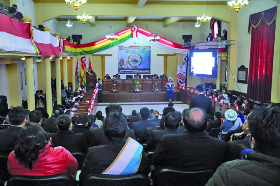 El acto central de homenaje a la gesta libertaria, desarrollado en la Asamblea Legislativa Departamental.