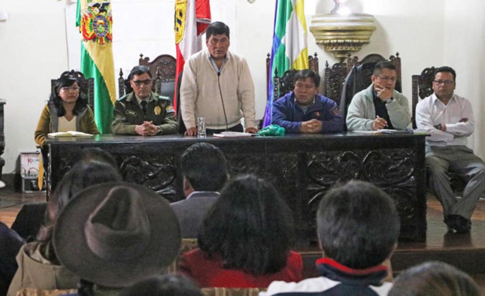 Ayer en la reunión propiciada por el gobernador, Juan Carlos Cejas.