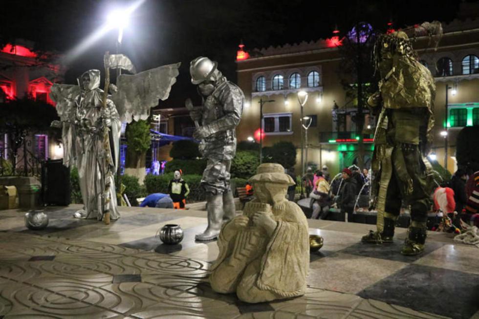 Las estatuas vivientes estuvieron presentes en la inauguración.