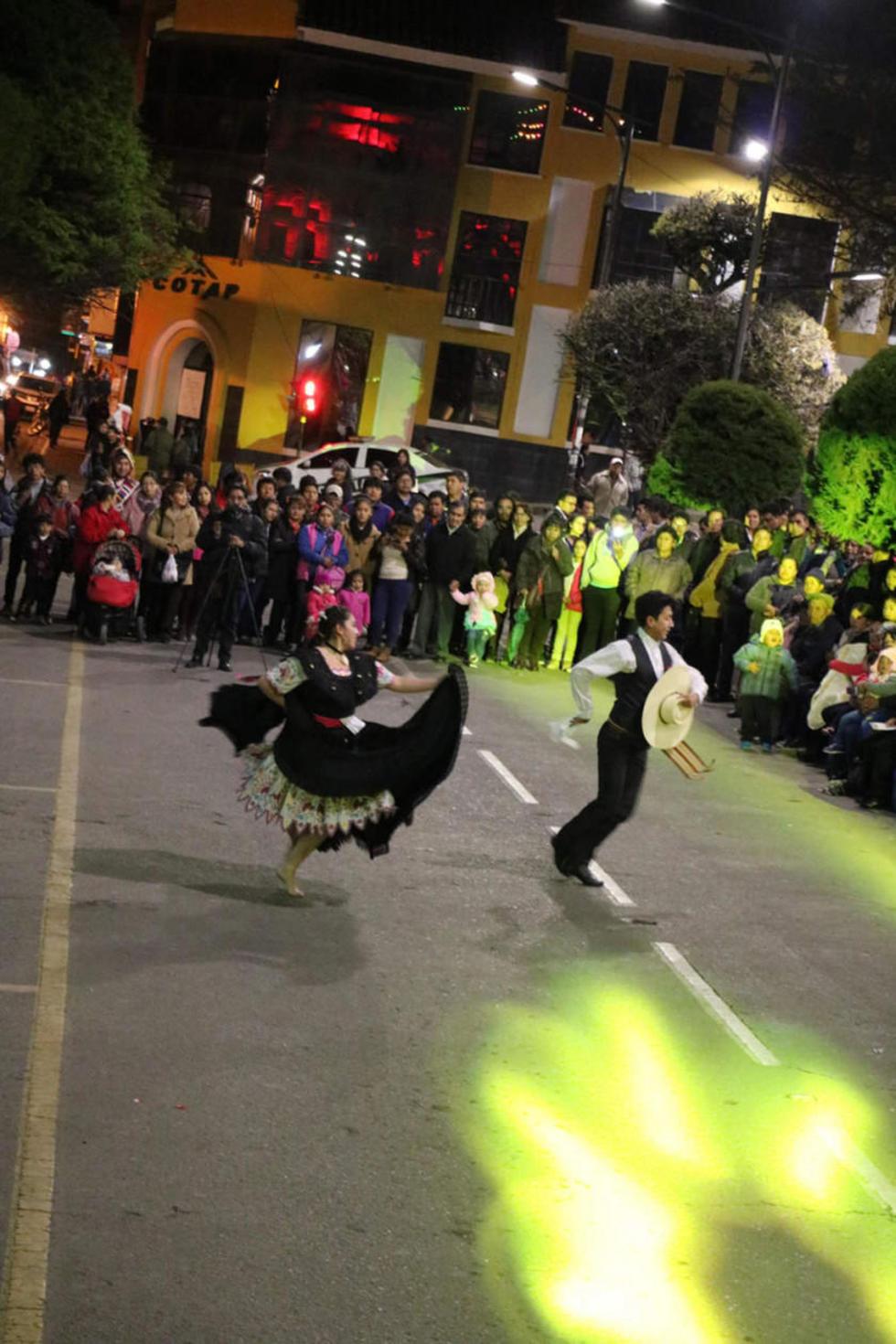 El acto se abrió con el baile de ritmos internacionales.