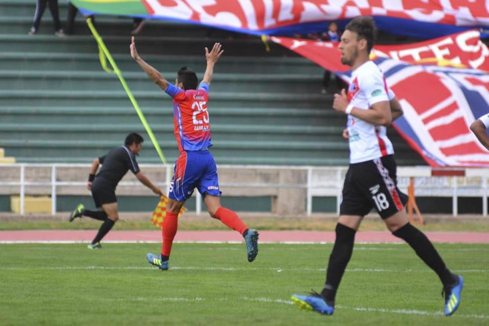 Oscar Díaz (i) festeja el gol del triunfo.