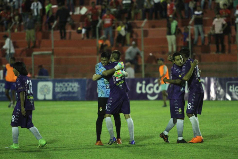 Los jugadores potosinos celebran el empate.
