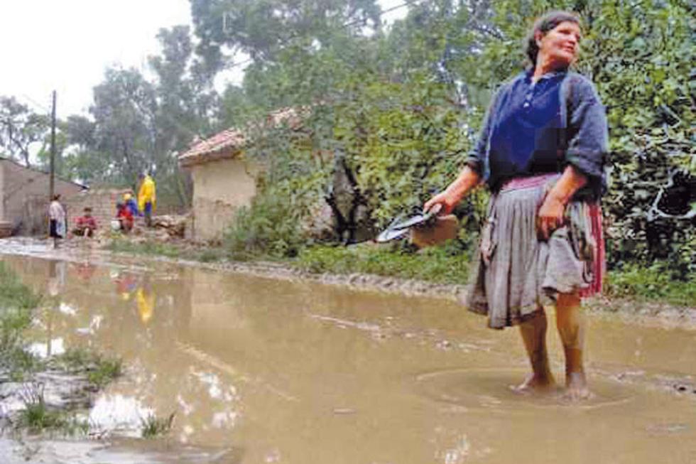 Intensas lluvias afectan a 266 familias en cinco departamentos del país