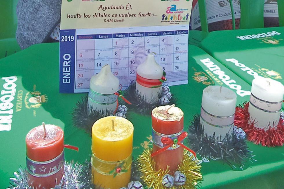 Están a la venta velas navideñas y calendarios para aportar a la iniciativa.