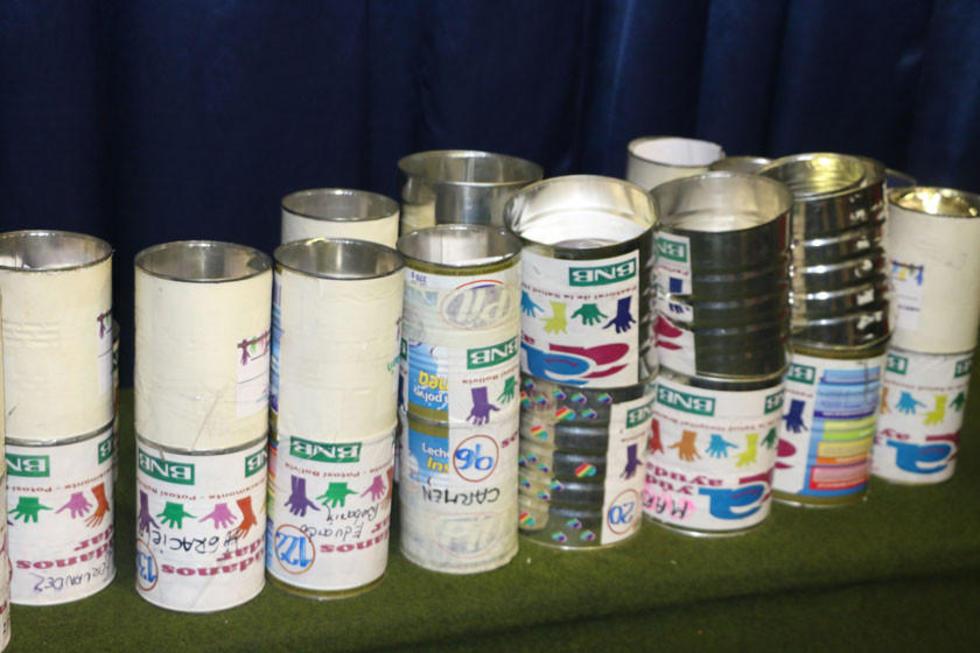 Las latas de recolección todavía están es las calles a la espera de colaboración.