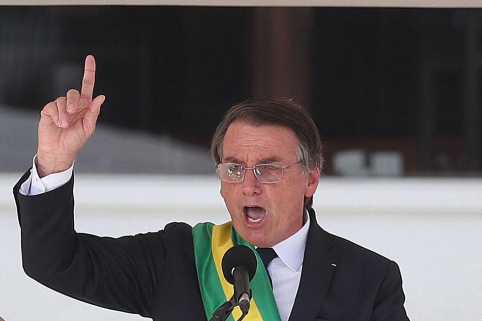 El nuevo presidente de Brasil habla durante la ceremonia de investidura celebrada hoy en el Palacio de Planalto.
