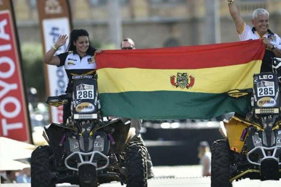 La corredora boliviana junto a su padre Leonardo Martínez.