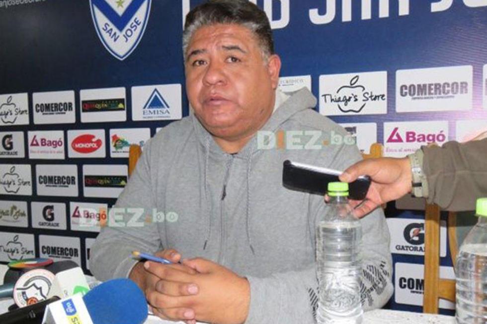 """El presidente del cuadro de la """"V"""" azulada,  Wilson Martínez."""