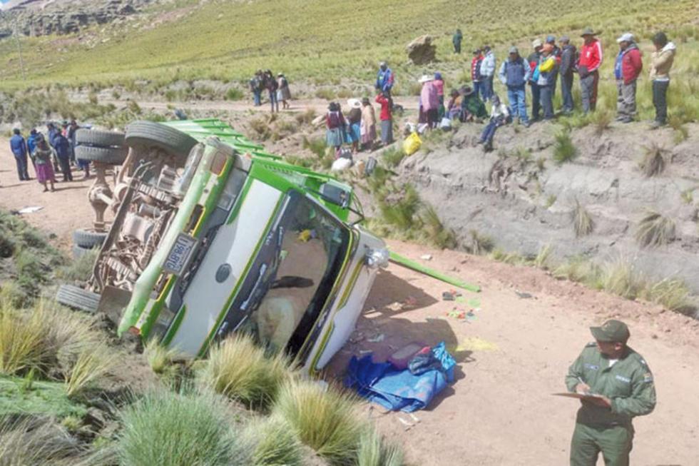 El camión que transportaba a 40 pasajeros quedó así.