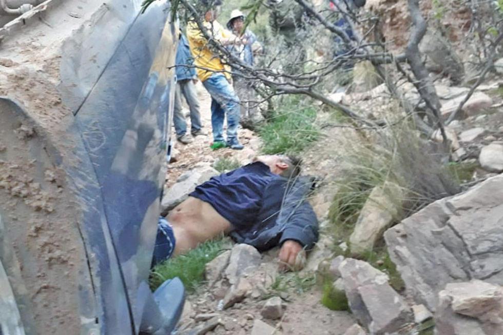 El conductor del automóvil murió atriccionado.