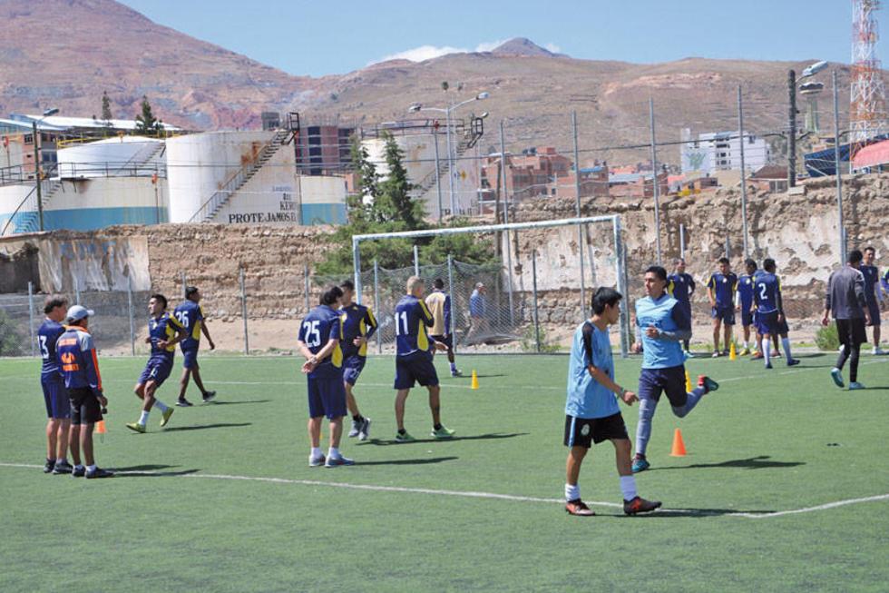 La dirigencia lila continúa buscando jugadores para reforzar su plantel