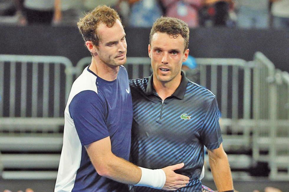 Murray (i) felicita al español Roberto Bautista.