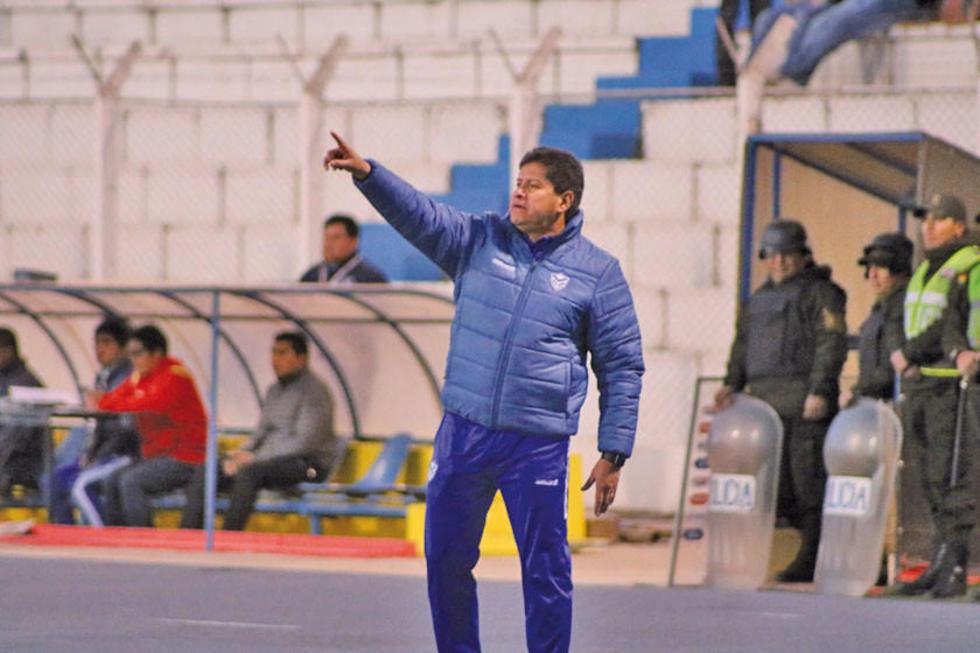 El entrenador nacional en uno de los partidos del Clausura.
