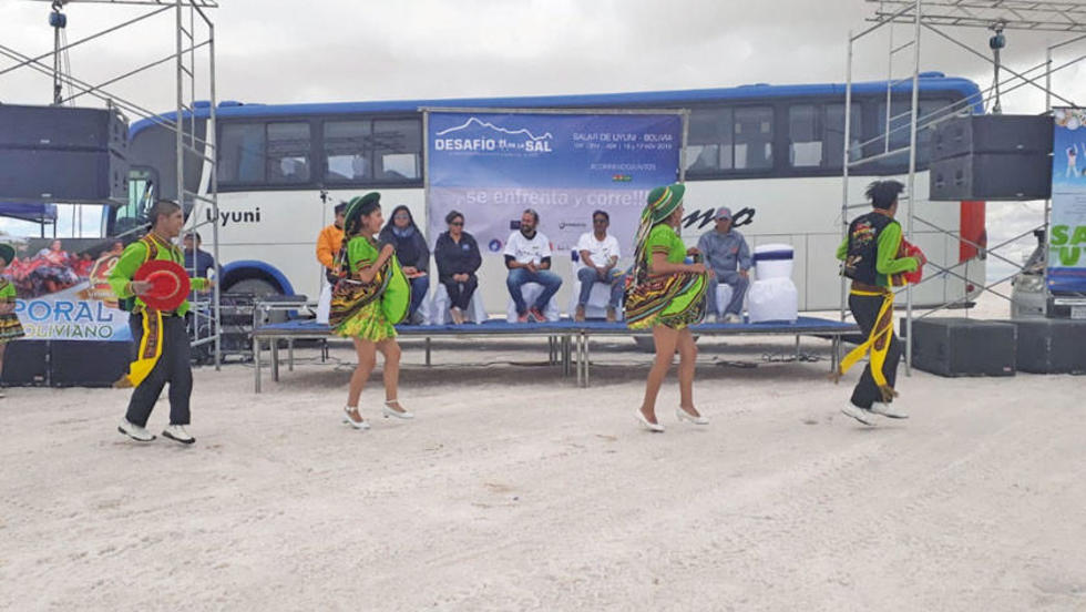 El baile fue parte del programa elaborado.