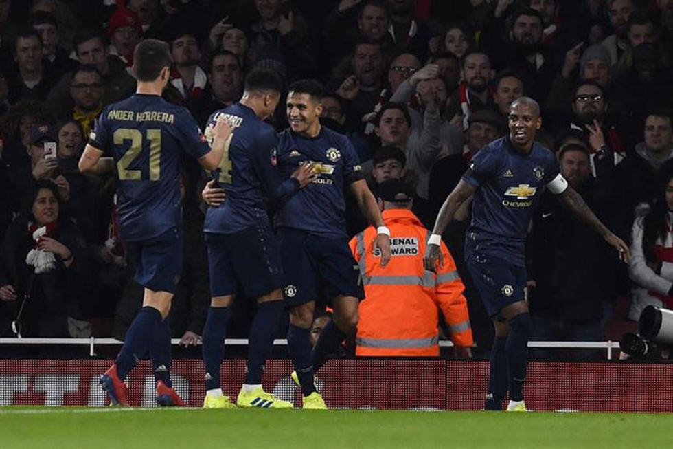 Sánchez le da el triunfo a Manchester United