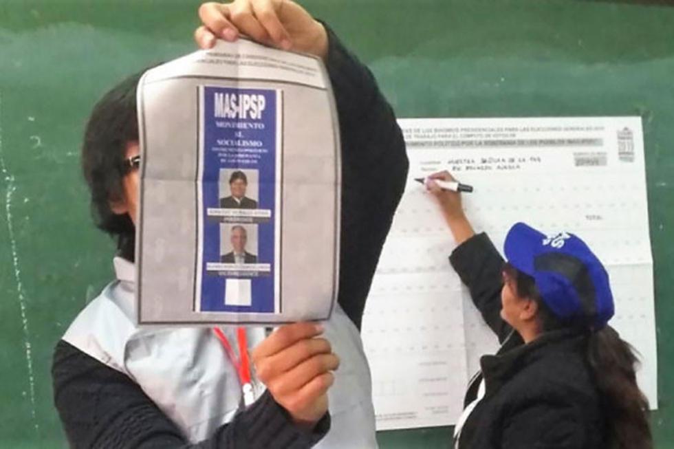 El OEP certificó a 991 mil personas como militantes del MAS.