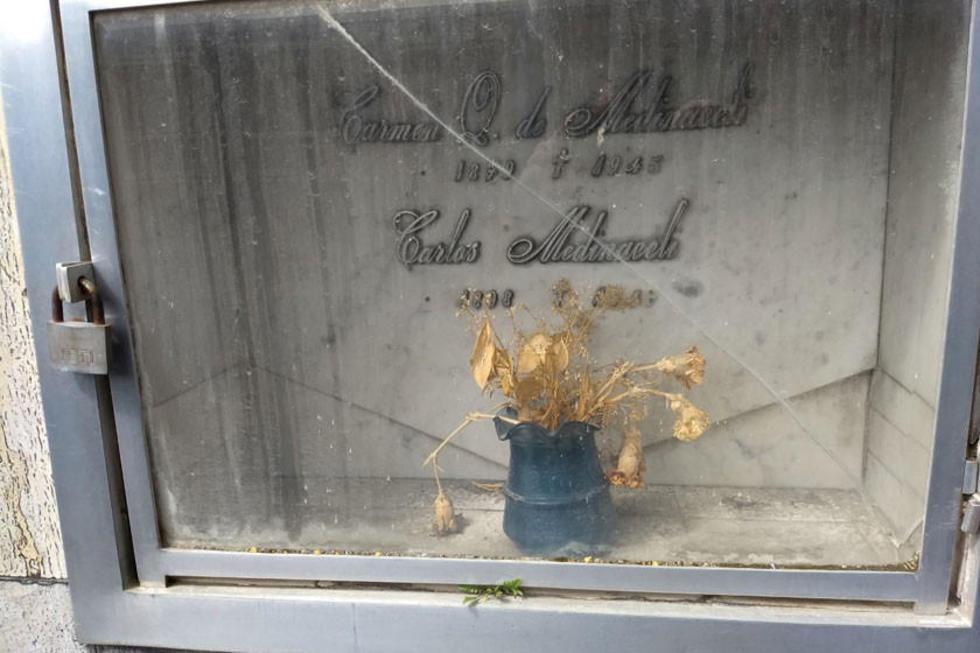 La tumba la comparte con su madre en La Paz.