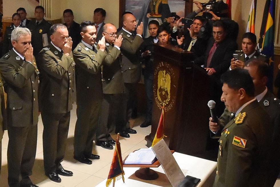 El coronel Williams Villa (primero izq) es el jefe policial de Potosí.