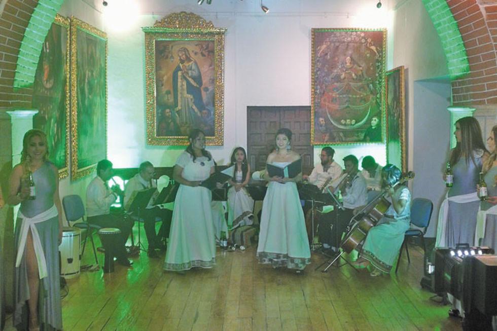 """La presentación estuvo amenizada por la Orquesta de Música barroca """"Musicum Unayay""""."""