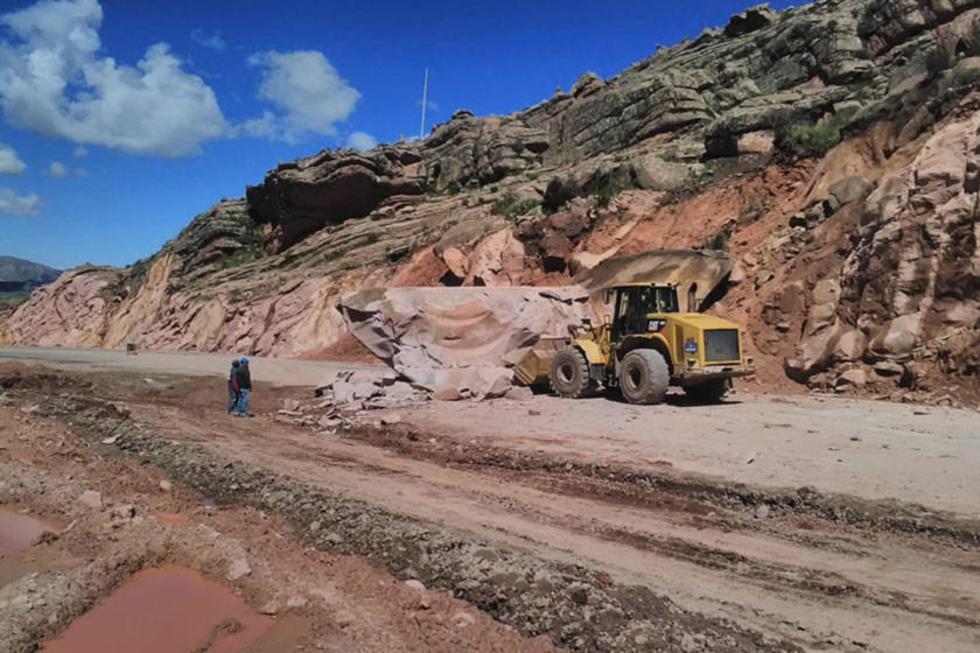La caída de rocas cerró un tramo de la Diagonal Jaime Mendoza.