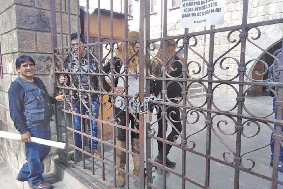 La puerta de la UATF fue cerrada y casi se producen agresiones físicas.