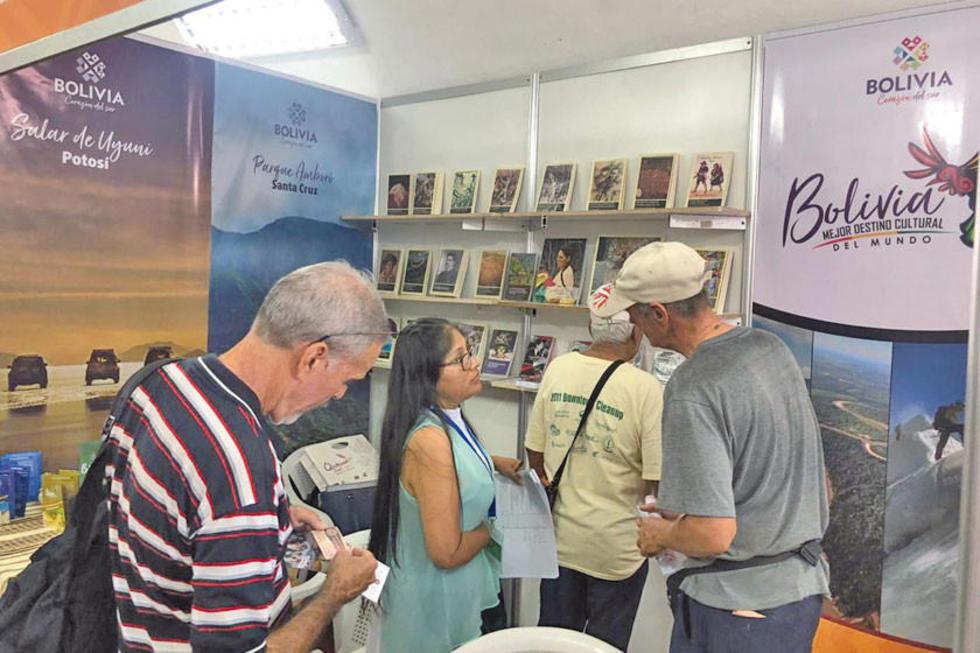En la sala José Antonio Portuondo se expuso el libro El Poder del Bordado.