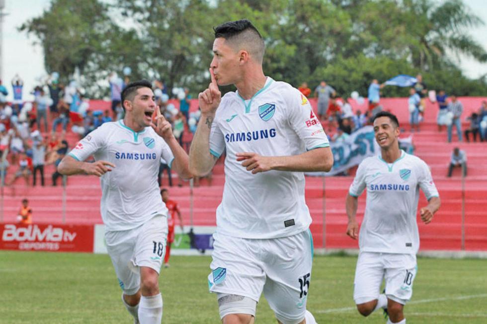 Juan Miguel Callejón festeja el único gol del cotejo.