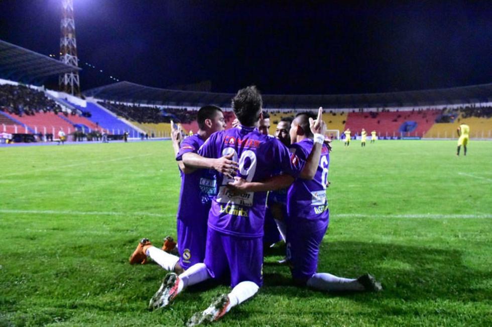 Los jugadores del equipo potosino festejan el segundo gol.