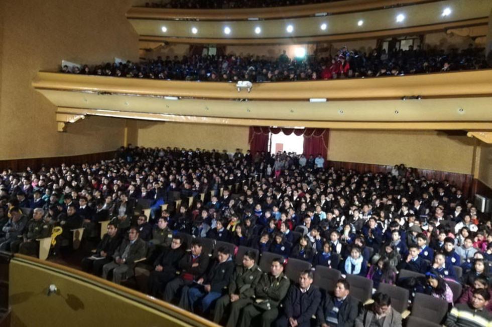 El acto se realizó en el Teatro IV Centenario.
