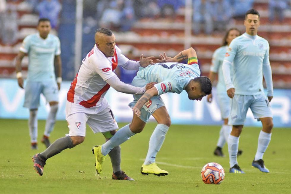 Marcos Ovejero trata de detener a Juan Carlos Arce.