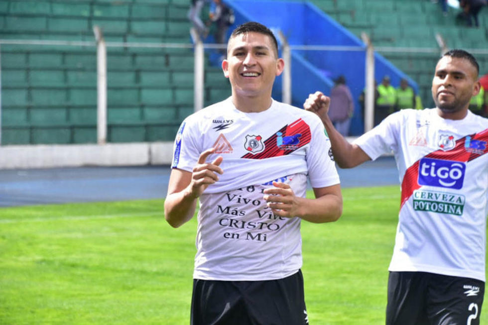 Vladimir Castellón festeja la apertura del marcador.