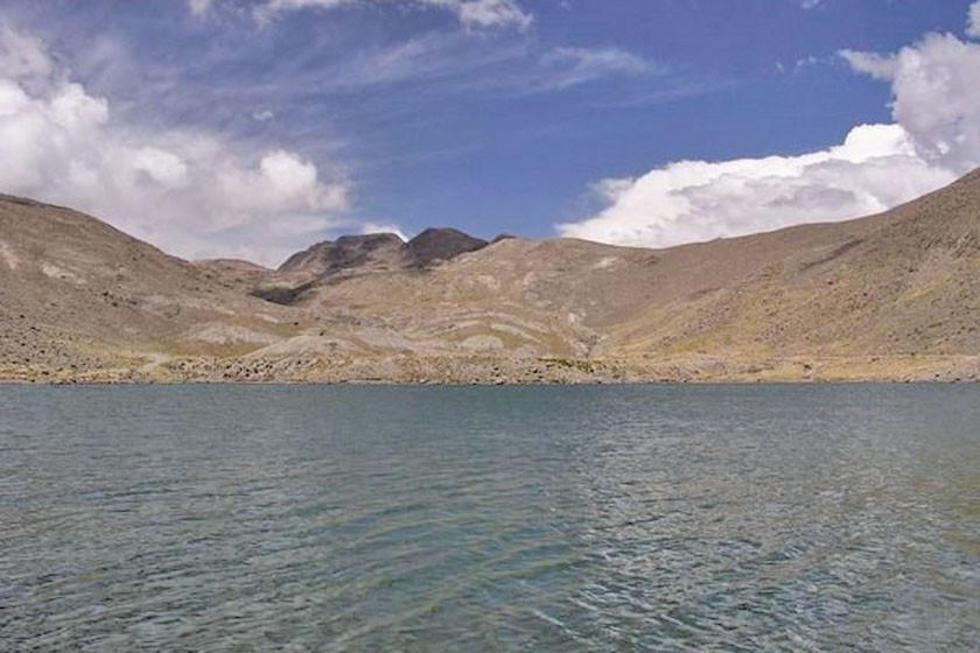 Analizaron el agua de la laguna en la que a 100 metros había una operación minera.