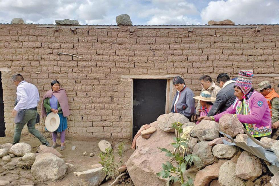El presidente visitó a los comunarios que el 15 del presente lo perdieron todo.