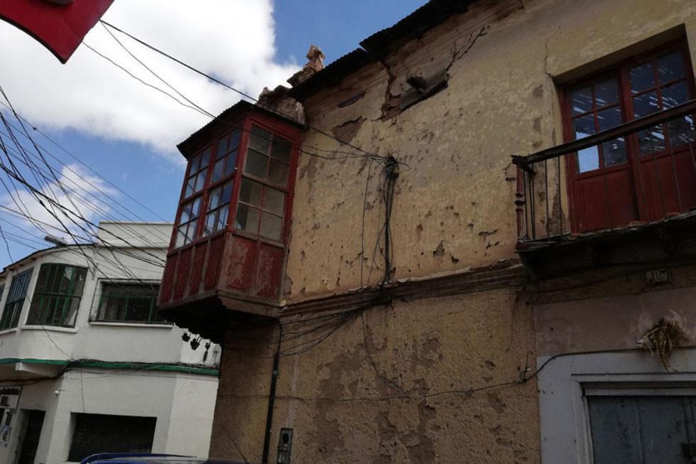 Casas antiguas se caen debido a la humedad que dejan las lluvias