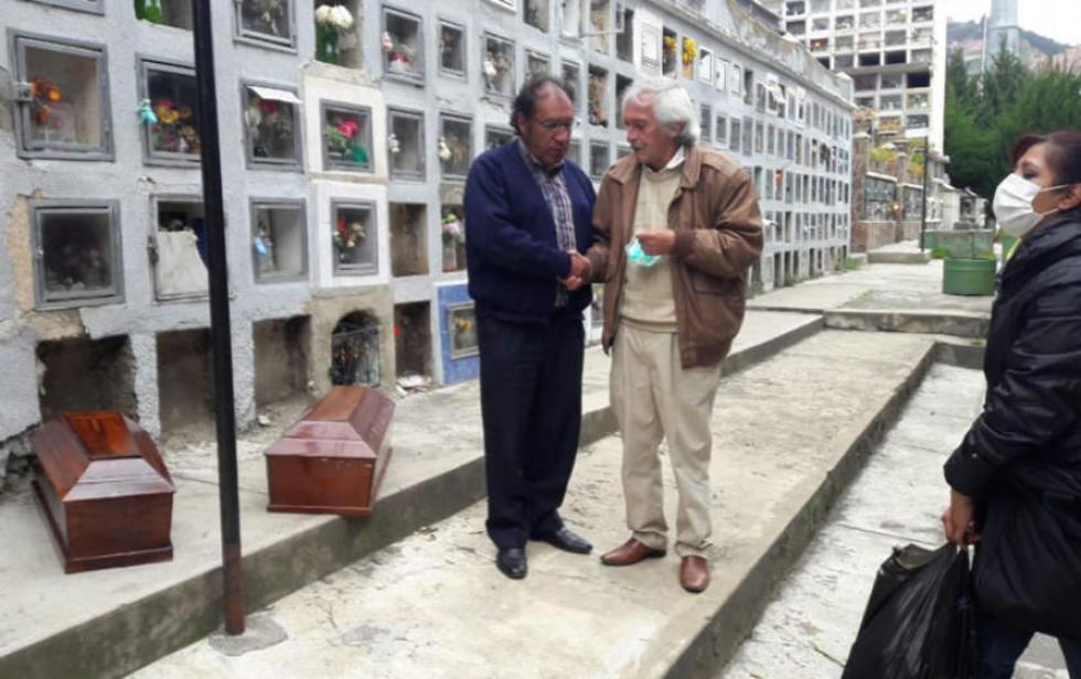 La Gobernación recibió los ataúdes que guardan los restos de Carlos Medinaceli y su madre, Carmen Quintana Vda. de Medin