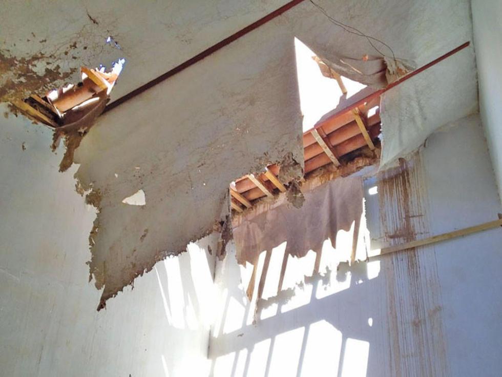 La cubierta presenta efectos de la falta de preservación.